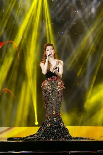 Hồ Ngọc Hà, Phạm Hương cùng đọ phong cách tương phản