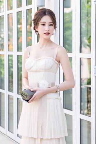 Hoa hậu Thu Thảo đáp trả khi bị chê mặc xấu