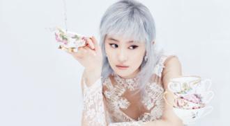Lưu Diệc Phi hóa công chúa tóc khói trên tạp chí