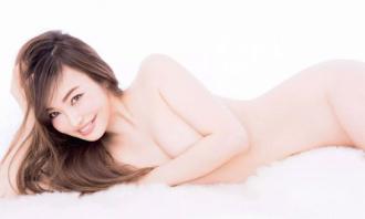 Người mẫu 45 tuổi quyến rũ hơn thiếu nữ 30