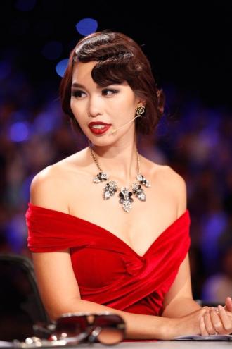 Phát ngôn HLV The Face so với giám khảo Next Top Model