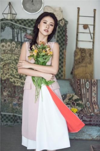 Quỳnh Anh Shyn gợi ý phối đồ lãng mạn cho ngày giao mùa