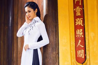 Việt Trinh khoe nhan sắc vượt thời gian với áo dài
