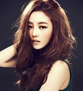 Kiểu tóc xoăn rối Hàn Quốc đang làm mưa làm gió hè này!