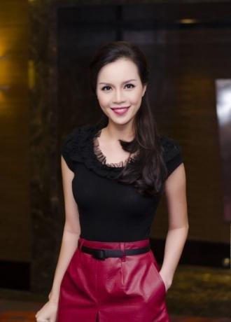 Những kiểu tóc uốn xoăn đẹp gây sốt của các sao Việt
