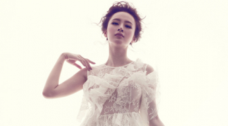Angela Phương Trinh quyến rũ với đầm ren mỏng