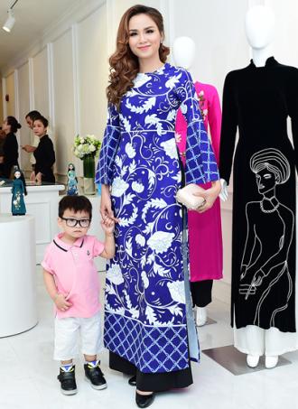 Mỹ nhân Việt khoe dáng với áo dài