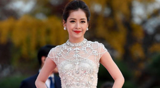 Bộ váy gợi cảm của Chi Pu trên thảm đỏ xứ Hàn đẹp nhất tuần