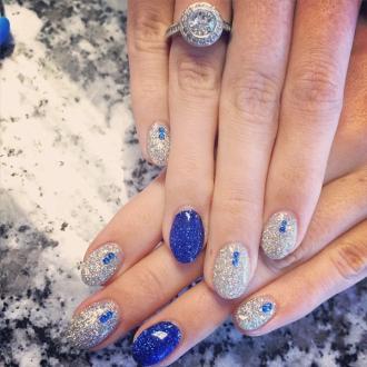 Những mẫu nail kim tuyến đẹp hiện đại sang trọng nhất năm 2017