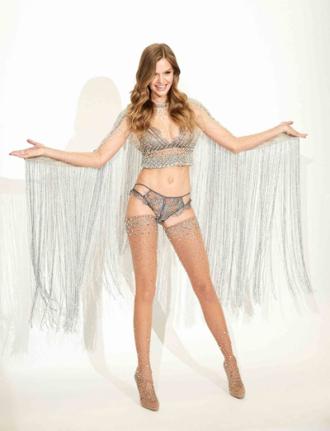 'Thiên thần' Victoria's Secret diện nội y đính 450.000 viên pha lê