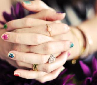 Cách vẽ móng tay hoa cho nàng nổi bật điệu đà xuống phố