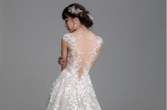 Chung Thanh Phong ra mắt BST váy cưới ren 2017