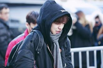 Dàn sao Kpop mặc áo dày như gấu, lạnh run khi đến đài KBS