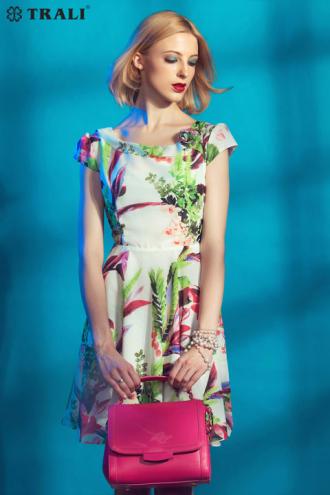 Váy họa tiết liền thân cách điệu họa tiết giúp nàng tự tin nơi công sở
