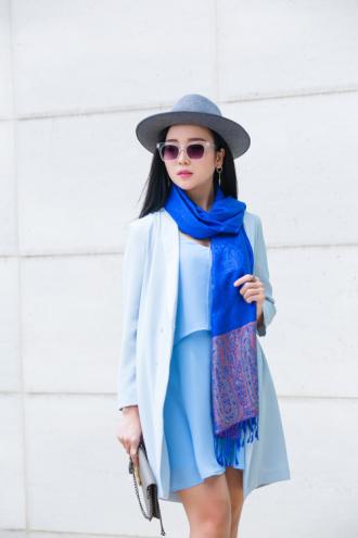 Làm mới phong cách thu đông với chiếc khăn choàng cổ
