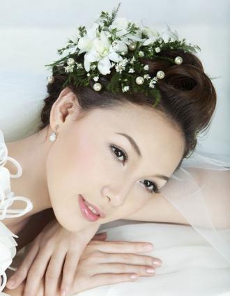 BST tóc cô dâu đẹp dễ thương quyến rũ trong ngày trọng đại