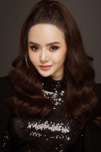 Em gái 19 tuổi của Angela Phương Trinh bốc lửa hơn cả chị