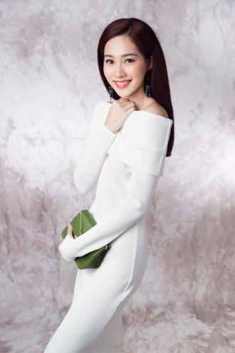 Chiếc váy chỉ 850 ngàn nhưng cả hoa hậu và ca sĩ đều yêu thích