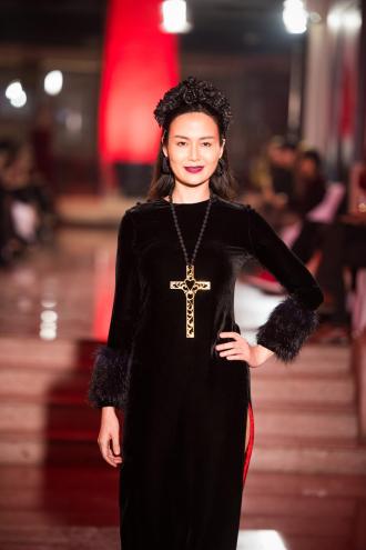 Hoa hậu Thu Thủy môi thâm lạ lẫm