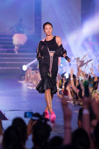 Những xu hướng thời trang trên sàn diễn Steps Of Glory