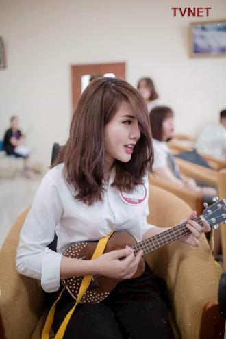 Nữ sinh Đại học Ngoại Thương đã khiến bao trái tim say đắm