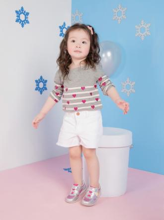 Con gái Elly Trần tiếp tục gây sốt khi khoe váy