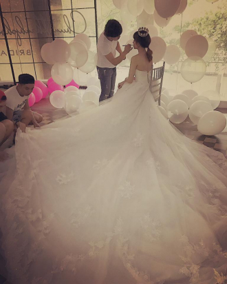 Hari Won được Trấn Thành tặng đến hai chiếc váy cưới cực đắt