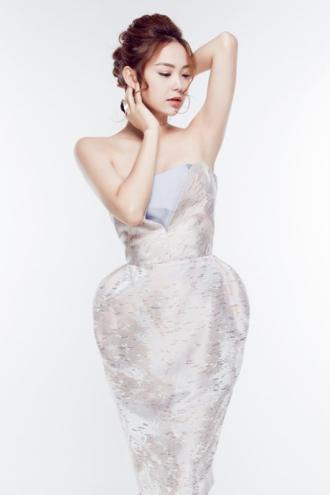 Để che giấu vòng 3 lép kẹp, hãy mau chọn kiểu váy này