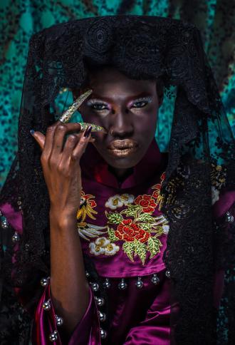 Người mẫu gốc Phi tự hào khi mặc áo dài Việt cổ