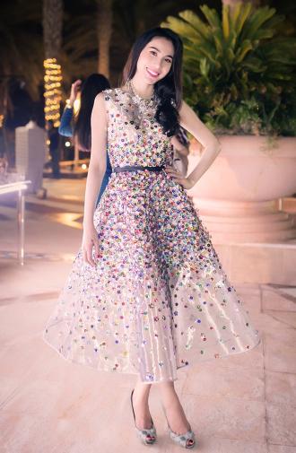Thủy Tiên, Phạm Băng Băng rạo rực với váy hoa 3D bay bổng