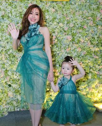 Dân cư mạng xôn xao vì gương mặt của Elly Trần