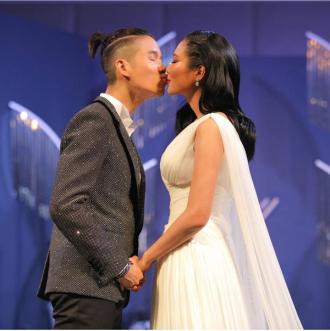 Món quà H'Hen Niê tặng Hoa hậu Hoàn vũ Thái Lan trong ngày cưới