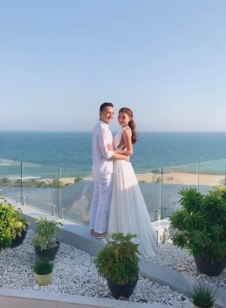 Thúy Diễm - Lương Thế Thành vẫn đẹp khi mặc đồ trắng