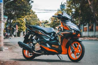 Air Blade độ chọn tông màu Orange & Black độc đáo