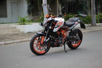 KTM 390 DUKE ABS độ Pô Akrapovic titanium mạnh mẽ
