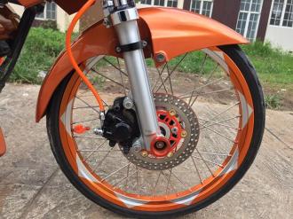 Raider 150 cơn lốc màu da cam phong cách của biker nước bạn