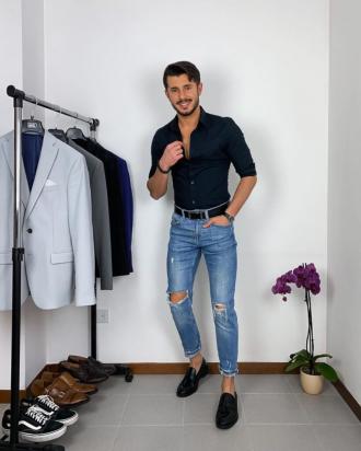 5 cách phối áo sơ mi với quần jeans giúp chàng nam tính