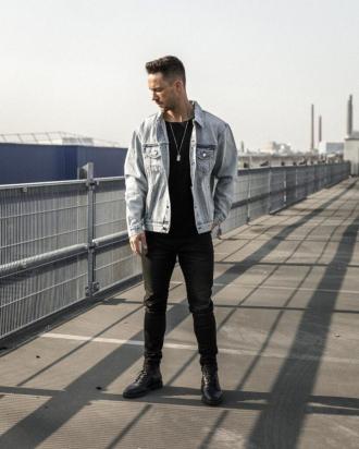 Cảm hứng phối quần skinny jeans đen độc đáo