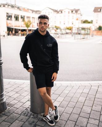 5 cách phối đồ streetwear giúp chàng xuống phố phá cách độc đáo