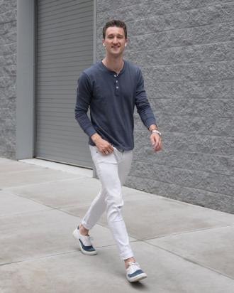 8 cách phối quần jeans trắng phong cách từ fashionista Marcel Floruss